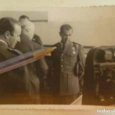 Militaria: AVIACION : FOTO DEL GENERAL DIAZ-BENJUMEA ( DE LA ESCUADRILLA ZUL ) CON MEDALLA MILITAR INDIVIDUAL. Lote 151568946