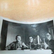 Militaria: FOTO DE SOLDADOS ALEMANES CON VELAS RARAS QUIZÁ NAVIDAD. Lote 151851014
