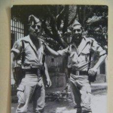 Militaria: LA LEGION : FOTO DE LEGIONARIO CON CORREAJE COMPLETO Y CHAPIRI, ESCARAPETA Y PEPITO. Lote 151914654
