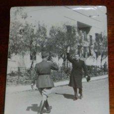 Militaria: FOTOGRAFIA DE JUAN LUIS BEIGBEDER Y ATIENZA JUNTO CON ALTO OFICIAL FRANCES, DURANTE LA GUERRA CIVIL . Lote 151940634