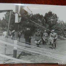 Militaria: FOTOGRAFIA DE JUAN LUIS BEIGBEDER Y ATIENZA JUNTO CON OFICIALES FRANCESES, DURANTE LA GUERRA CIVIL E. Lote 151940962