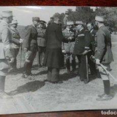 Militaria: FOTOGRAFIA DE JUAN LUIS BEIGBEDER Y ATIENZA JUNTO CON OFICIALES FRANCESES, DURANTE LA GUERRA CIVIL E. Lote 151941130
