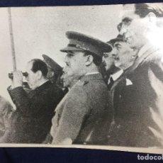 Militaria: ANTIGUA FOTOGRAFÍA FRANCISCO FRANCO MANIOBRAS MILITARES EN RIOSA ASTURIAS 1935 25,5 X 20,5 CM. Lote 152238202