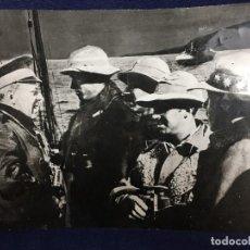 Militaria: ANTIGUA FOTOGRAFÍA FRANCISCO FRANCO GUERRA CIVIL GENERAL SANJURJO EMBARCADOS ALTA MAR ÁFRICA S XX. Lote 152238306