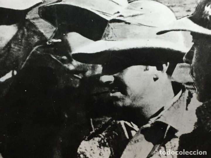 Militaria: antigua fotografía francisco franco guerra civil general sanjurjo embarcados alta mar áfrica s xx - Foto 4 - 152238306