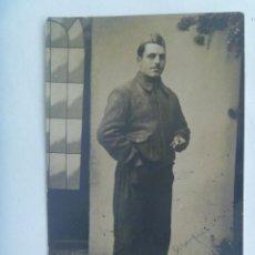 Militaria: GUERRA CIVIL : FOTO DE MILICIANO ROJO CON GALON EN EL GORRILLO . ARANJUEZ, 1938. Lote 152381226