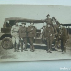 Militaria: GUERRA CIVIL : FOTO DE MILITARES Y COCHE , 1938 .... LEER !!!!! , SAN SEBASTIAN , CAMPO AVIACION ???. Lote 152430374