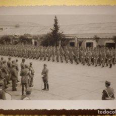 Militaria: FOTOGRAFÍA MILITAR - EN FORMACIÓN - SIN DETERMINAR - 12 X 8,5 CM. Lote 152698834