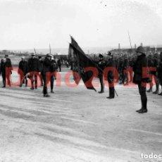 Militaria: ALFONSO XIII EN EL CUARTEL DEL ROSARIO PASANDO REVISTA A LAS TROPAS QUE REGRESAN DE AFRICA 1916. Lote 153049166