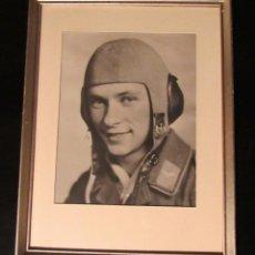 Militaria: FOTOGRAFIA ENMARCADA DE UN PILOTO SOLDADO DE LA LUFTWAFFE CON UNIFORME DE VUELO, ALEMANIA 1943. . Lote 153384066