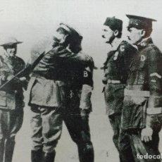 Militaria: ANTIGUA FOTOGRAFÍA IMPOSICIÓN DE LA MEDALLA MILITAR AL COMANDANTE FRANCO LEGIÓN DAR DRIUS 1923. Lote 154221254