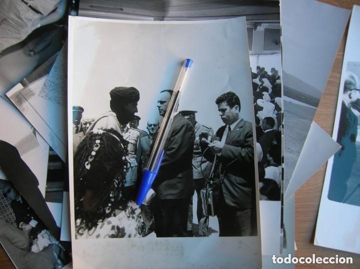 Militaria: RARAS FOTOGRAFIAS INEDITAS DE FRAGA Y MILITARES VISITANDO SAHARA, IFNI, AIIUN, VILLA CISNEROS. - Foto 3 - 154719546