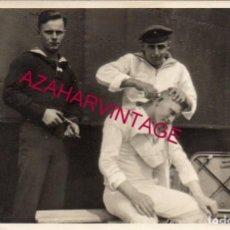 Militaria: WWI, FOTOGRAFIA ORIGINAL MARINEROS ALEMANES, BARBERIA, 14X9 CMS. Lote 155132254