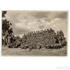 Militaria: FOTOGRAFÍA UNIDAD DE ARTILLERÍA. ROBLEDO. 1946. FIRMAS DE VARIOS COMPONENTES 17 X 12 CM. Lote 155466670