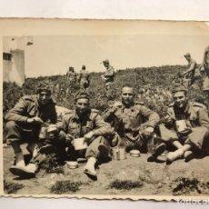 Militaria: MILITAR. FOTOGRAFÍA ORIGINAL. SOLDADOS DE ZAFARRANCHO... (H.1940?). Lote 155701210