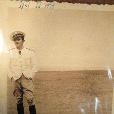 Militaria: FOTO INEDITA TENIENTE PILOTO UNIFORME LEGION COMBATIENTE GUERRA CIVIL SIDI IFNI IX 1939 MELILLA. Lote 155784390