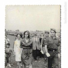 Militaria: ANTIGUA FOTOGRAFIA MONTEJURRA -CARLISTA FRANCISCA DE BORBON PARMA - CARLISMO REQUETE - 14X9CM. Lote 155916618