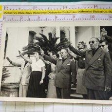 Militaria: FOTO FOTOGRAFÍA MILITAR POLÍTICA. FALANGISTAS SINDICALISTAS SALUDO. Lote 155965294