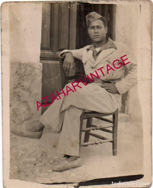 GUERRA CIVIL, ANTIGUA FOTOGRAFIA MILICIANO CON ALPARGATAS, 70X88MM (Militaria - Militärische Fotografien - Spanischer Bürgerkrieg)