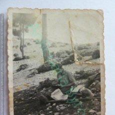 Militaria: FOTOGRAFÍA ANTIGUA ORIGINAL. SOLDADO ESCRIBIENDO. PERIÓDICO AMETRALLADORA 9 DE DICIEMBRE DE 1938. Lote 156490770