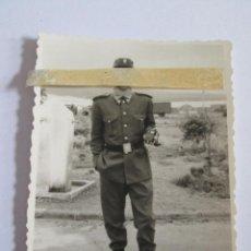 Militaria: FOTOGRAFIA SOLDADO - 8,5X6 - AÑOS 60 . Lote 157919238