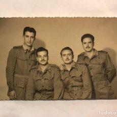 Militaria: MILITAR. FOTOGRAFÍA ANTIGUA. GRUPO DE MILITARES . ORIGINAL (H.1950?). Lote 159060582