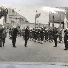 Militaria: MILITAR. VALENCIA. FOTOGRAFÍA ANTIGUA. RINDIENDO HONORES... BANDA MILITAR DE CORNETAS.... (H.1960?). Lote 159244720