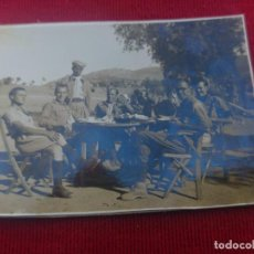 Militaria: FOTO OFICIALES NACIONALES CON ASISTENTE MORO 1938. Lote 159571526