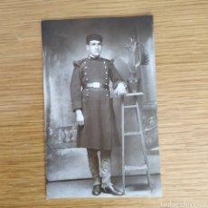 Militaria: FOTOGRAFIA - SOLDADO ALFONSINO - SOLDADO CON GORRILLO CUARTELERO - EJERCITO ESPAÑOL ALFONSO XIII. Lote 159865906