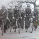 Militaria: FOTOGRAFÍA SOLDADOS CICLISTAS DEL EJÉRCITO ESPAÑOL. TOLEDO 1948. Lote 160426074