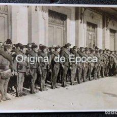 Militaria: (JX-190467)POSTAL FOTOGRÁFICATROPAS EN FORMACIÓN EN EL PUERTO DE BARCELONA,PROVENIENTES DE ÁFRICA. Lote 160478186