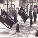 Militaria: FOTO PRENSA MANIFESTACION MUJERES MILICIANAS POUM SOCORRO ROJO GUERRA CIVIL. Lote 160495854