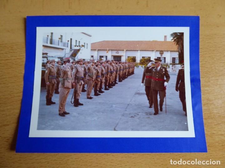 Militaria: Fotografía teniente general del ejército español. Medalla Mérito Militar Individual 1972 - Foto 2 - 160519890