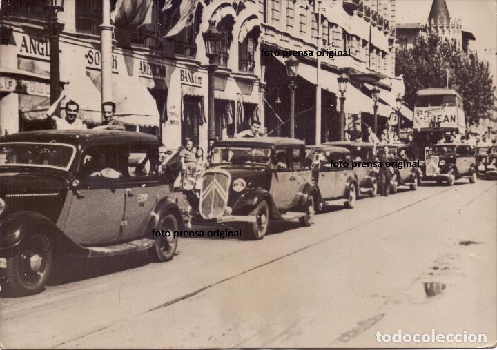 COLA TAXIS FAI CALLES BARCELONA TRAS LEVANTAMIENTO 18 JULIO 1936 GUERRA CIVIL MILICIANOS (Militar - Fotografía Militar - Guerra Civil Española)
