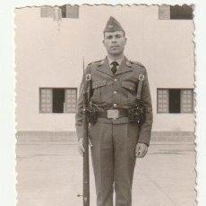 Militaria: FOTOGRAFIA MILITAR DEL EJERCITO DEL AIRE ESPAÑOL CUARTEL DE GANDO? LAS PALMAS -C-36. Lote 160840370