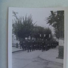 Militaria: AVIACION : FOTO DE DESFILE DE MILITARES DEL EJERCITO DEL AIRE, AL FRENTE LOS OFICIALES. Lote 162301090