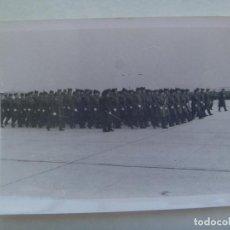 Militaria: AVIACION : FOTO DE DESFILE DE MILITARES DEL EJERCITO DEL AIRE, AL FRENTE LOS OFICIALES. Lote 162318182
