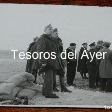 Militaria: FOTOGRAFIA DE FRANCO Y EL GENERAL DAVILA EN EL FRENTE, FOTO CAMPUA, GUERRA CIVIL, MIDE 18 X 13 CMS.. Lote 162571146