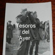 Militaria: FOTOGRAFIA DE FRANCO Y EL GENERAL DAVILA EN EL FRENTE, FOTO CAMPUA, GUERRA CIVIL, MIDE 18 X 13 CMS.. Lote 162571346