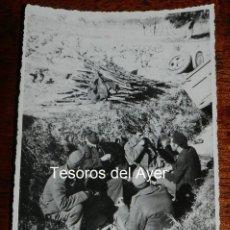 Militaria: FOTOGRAFIA DE CAMPO DE CONCENTRACION EN FRANCIA, GUERRA CIVIL, A LA HORA DEL RANCHO, SE PUEDEN APREC. Lote 162665658