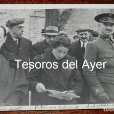Militaria: FOTOGRAFIA DEL GENERAL QUEIPO DE LLANO, PILAR PRIMO DE RIVERA (FALANGE) Y RAIMUNDO FERNANDEZ CUESTA,. Lote 162673214