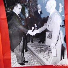 Militaria: FOTOGRAFIA ORIGINAL DE AUDIENCIA DE F. FRANCO A LOS MÉDICOS DE OTORRINOLARINGOLOGIA, 1971. Lote 163530178