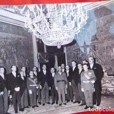 Militaria: FOTOGRAFIA ORIGINAL DE AUDIENCIA DE F. FRANCO A LOS MÉDICOS DE OTORRINOLARINGOLOGIA, 1971. Lote 163530210
