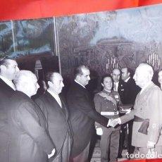 Militaria: FOTOGRAFIA ORIGINAL DE AUDIENCIA DE F. FRANCO A LOS MÉDICOS DE OTORRINOLARINGOLOGIA, 1971. Lote 163530234