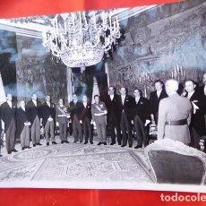 Militaria: FOTOGRAFIA ORIGINAL DE AUDIENCIA DE F. FRANCO A LOS MÉDICOS DE OTORRINOLARINGOLOGIA, 1971. Lote 163530382