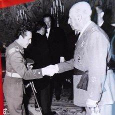 Militaria: FOTOGRAFIA ORIGINAL DE AUDIENCIA DE F. FRANCO A LOS MÉDICOS DE OTORRINOLARINGOLOGIA, 1971. Lote 163530526