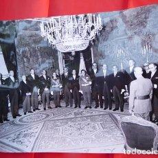 Militaria: FOTOGRAFIA ORIGINAL DE AUDIENCIA DE F. FRANCO A LOS MÉDICOS DE OTORRINOLARINGOLOGIA, 1971. Lote 163530618