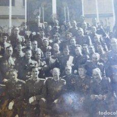 Militaria: FOTOGRAFÍA OFICIALES DEL EJÉRCITO ESPAÑOL Y GUARDIAS CIVILES. VIRGEN DEL PILAR. Lote 163617870