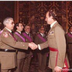 Militaria: FOTO REY EMÉRITO JUAN CARLOS SALUDANDO PROTOCOLARIAMENTE. Lote 163688970