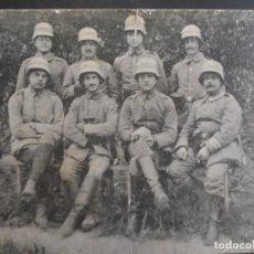 Militaria: SOLDADOS IMPERIALES ALEMANES CON CASCOS M 16. II REICH. AÑOS 1914-18. Lote 163809414